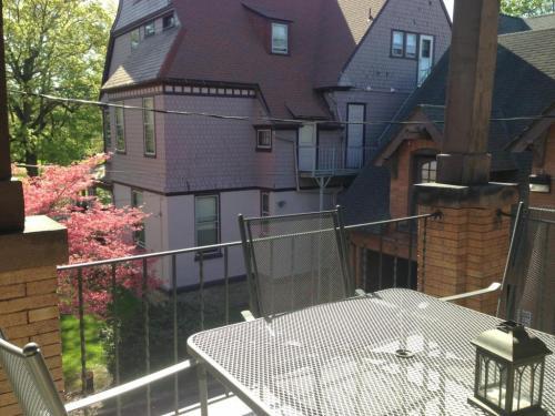 907 W 4th Street #2W Photo 1