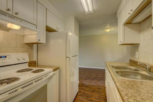1325 Merl Place #2 Photo 1