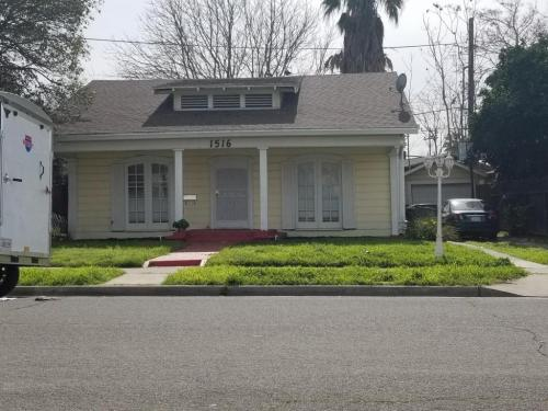 1516 N Berkeley Avenue Photo 1