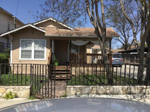 3011 W Cesar E Chavez Boulevard Photo 1