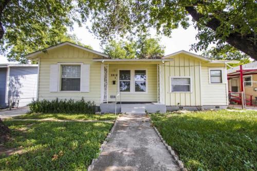 2818 E Houston Photo 1