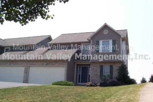 1341 Goldfinch Dr Photo 1