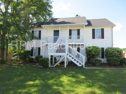 1070 Foxchase Dr Photo 1