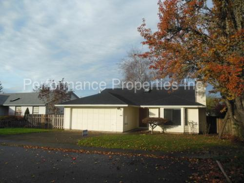 12208 SW Morning Hill Dr Photo 1