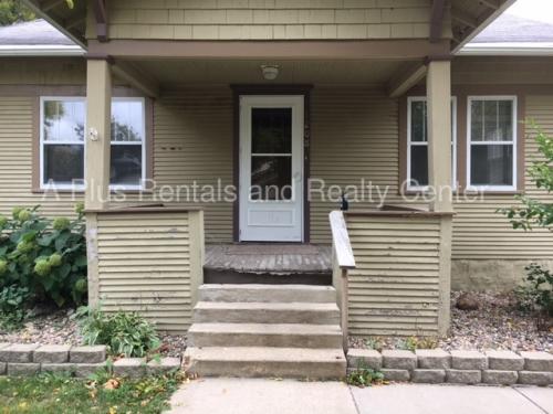 1208 S Prairie Avenue Photo 1