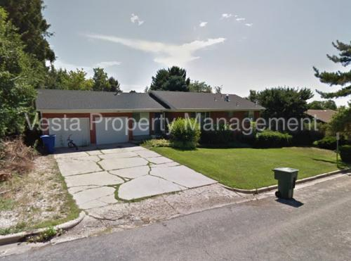 1467 Maple St Photo 1