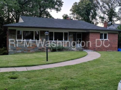 3211 Brooklawn Terrace Photo 1