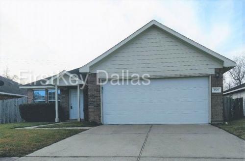 3527 Red Cedar Drive Photo 1