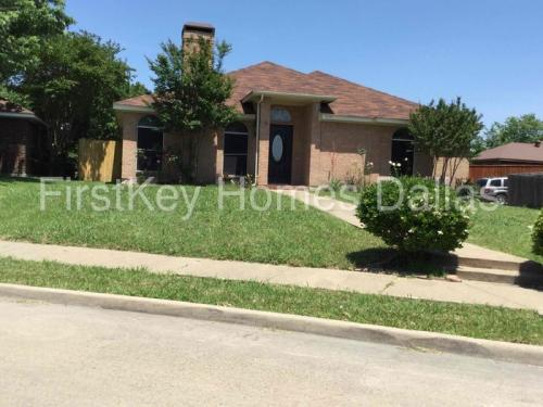 2608 Park Valley Drive Photo 1