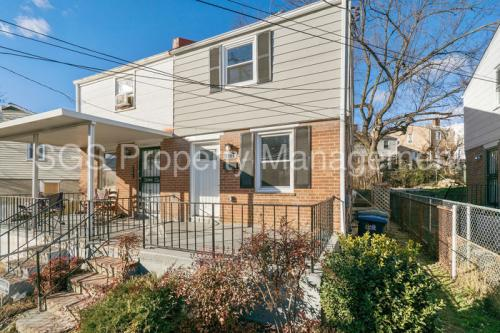 5204 Hayes Street NE Photo 1