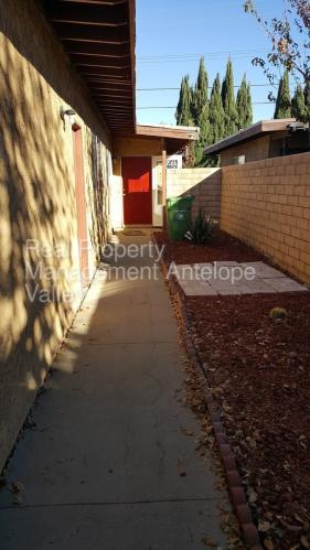445 E Lancaster Boulevard Photo 1