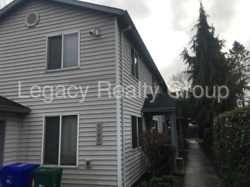9806 SE Henry Street #2 Photo 1