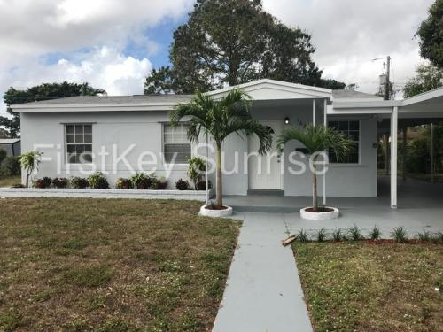 16200 NW 17th Place Photo 1