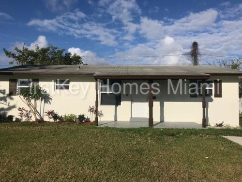 14830 SW 103rd Avenue Photo 1