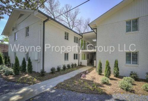 880 N Highland Avenue NE Photo 1