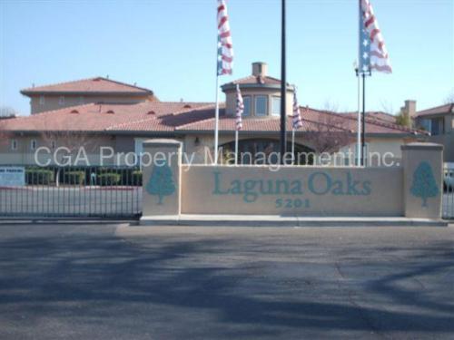 5201 Laguna Oaks Drive Photo 1
