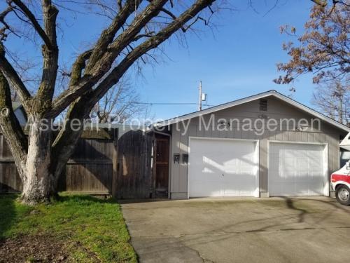 823 Oak Street Photo 1