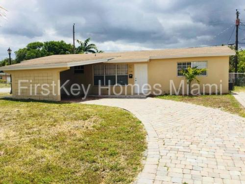 6100 NW 16th Court Photo 1