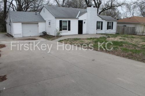 3131 N 56 Street Photo 1