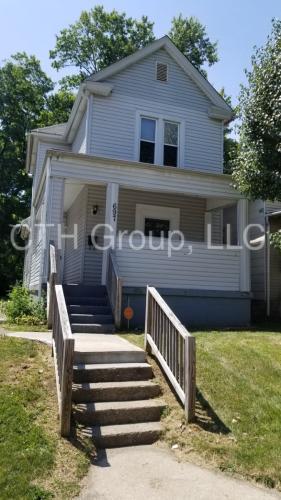 697 Kelton Avenue Photo 1