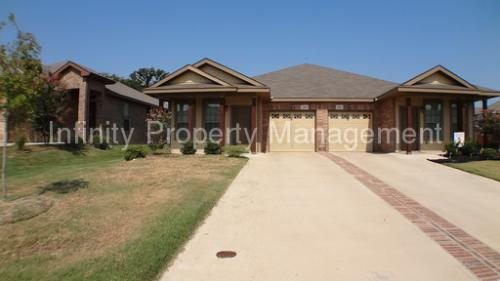 2307 Wood River Parkway Photo 1