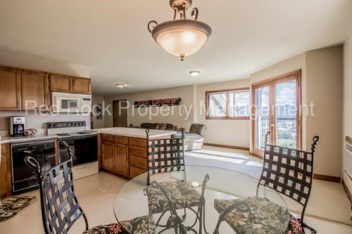 1044 S Lakeview Heights Photo 1