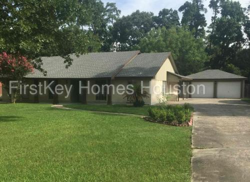 703 Spring Pines Drive Photo 1