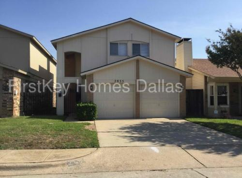 2933 Southern Cross Drive Photo 1