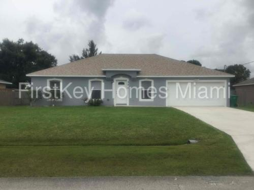 371 SW Duval Avenue Photo 1