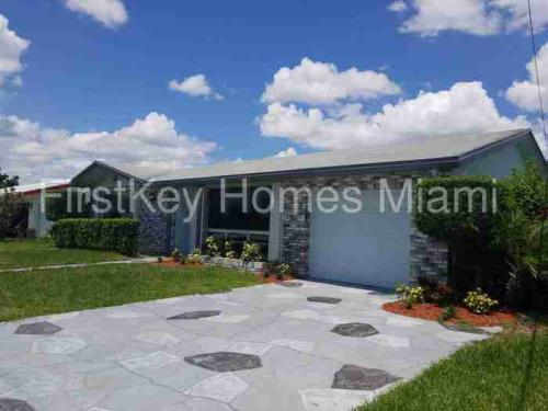 540 NW 43rd Avenue Photo 1