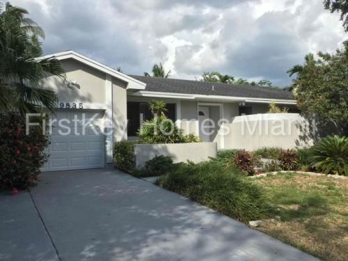 9835 SW 215th Terrace Photo 1
