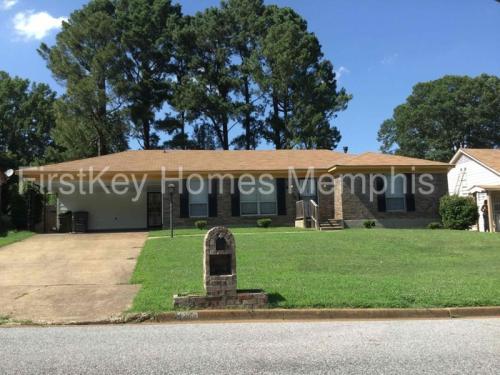 4246 Hallview Drive Photo 1
