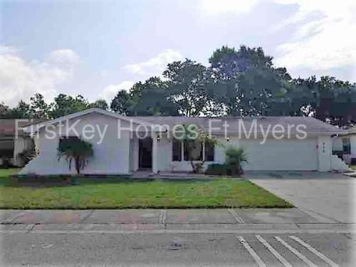 425 Oakleaf Boulevard Photo 1