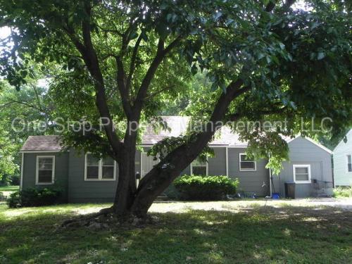11217 Applewood Drive Photo 1
