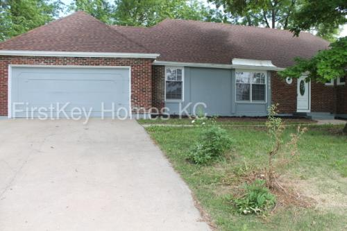1505 Country Club Drive Photo 1