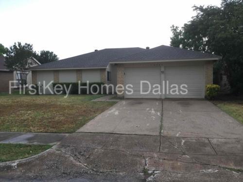 2661 Claremont Drive Photo 1