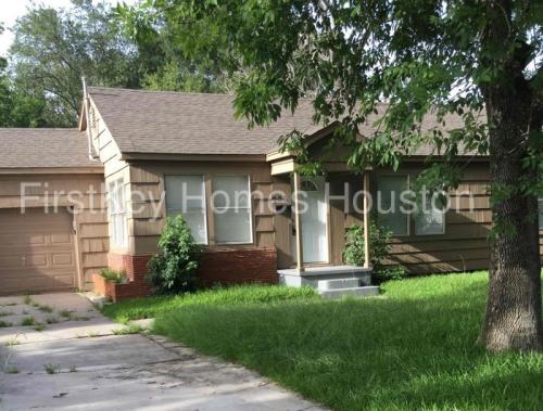 706 E Humble Street Photo 1