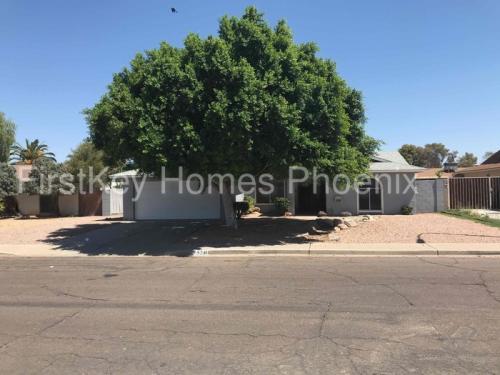 5240 W Desert Cove Avenue Photo 1