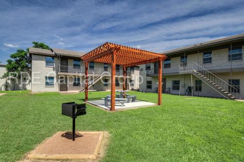 2462 Fort Worth Street Photo 1