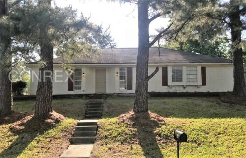 504 Hollyberry Drive Photo 1