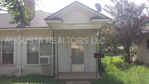 305 Oak Street Photo 1