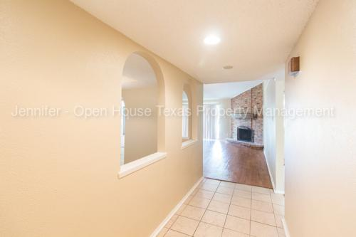 2821 Willow Bend Photo 1