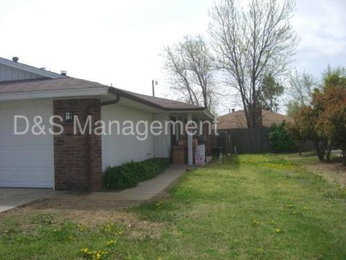 2442 SW 90th Place Photo 1