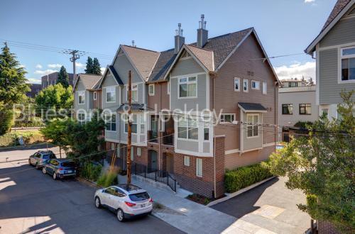 3527 NE Grand Avenue Photo 1