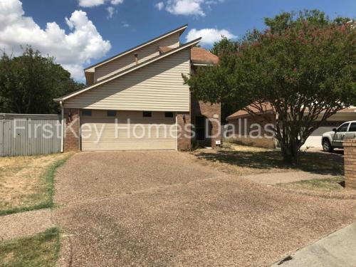 1100 Carrington Court Photo 1