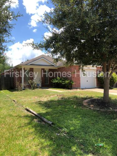 6230 Cottage Pines Drive Photo 1