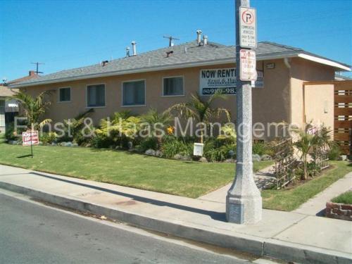 4548 N Lakewood Boulevard Photo 1