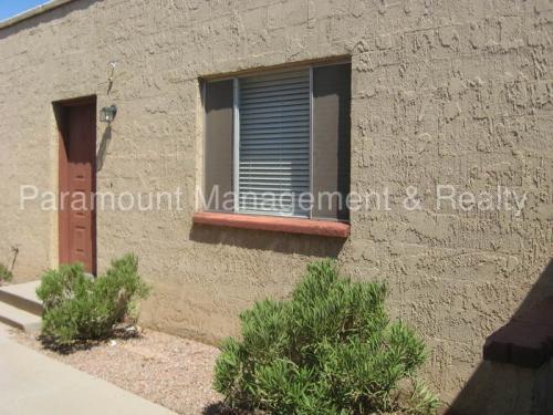 922 N Pueblo Drive Photo 1