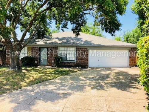 6400 Twin Spruce Court Photo 1