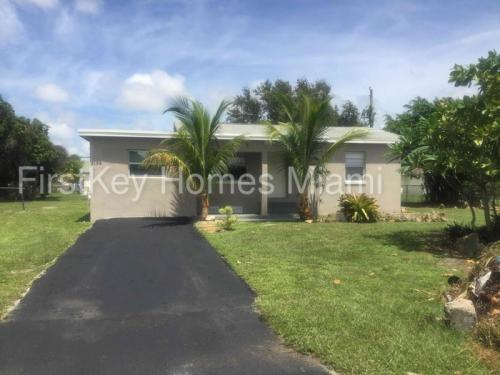 3153 Meadow Road Photo 1